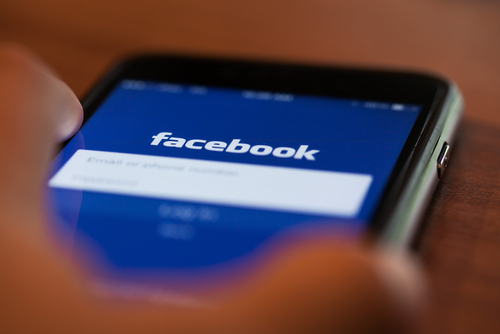 Facebook hails lite success as user numbers hit 200m mobile world live stopboris Images